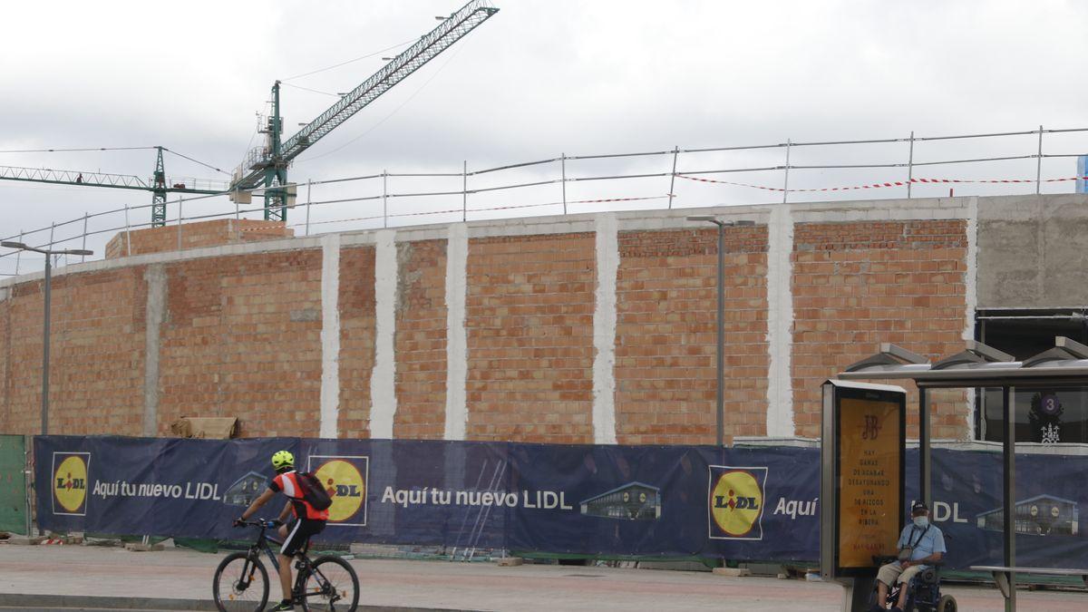 Construcción del nuevo supermercado.