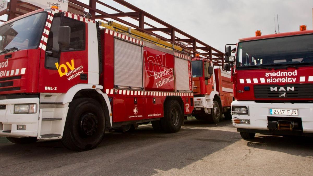 Los bomberos refuerzan la seguridad del Puerto de València