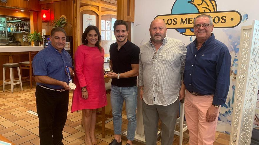 Damián Quintero recibe el Escudo de Oro de Radio Marca