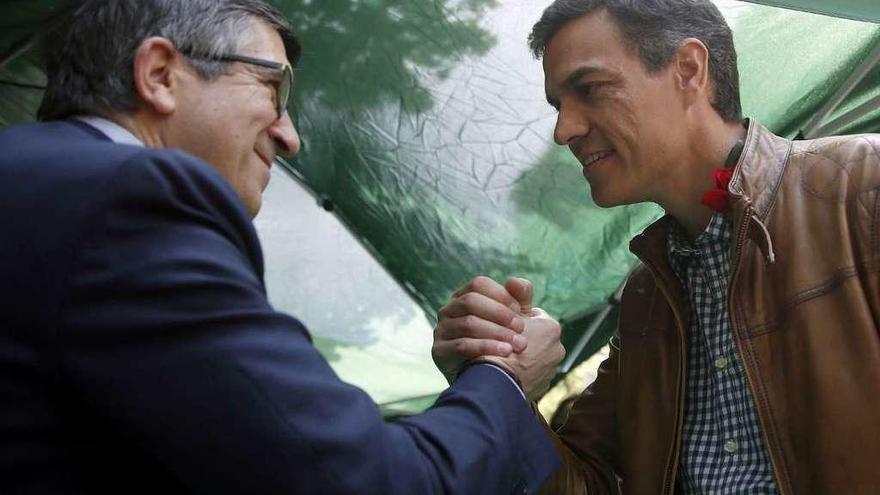 Patxi López estudia la oferta de Sánchez de entrar en la nueva ejecutiva del PSOE