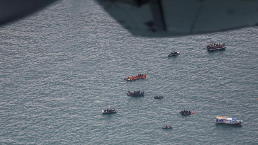 Troben les caixes negres i el punt d'impacte de l'avió sinistrat a Indonèsia