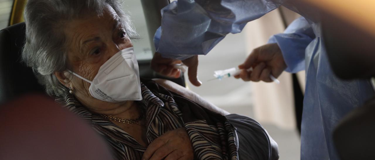 Una paciente en el autovac del HUCA.