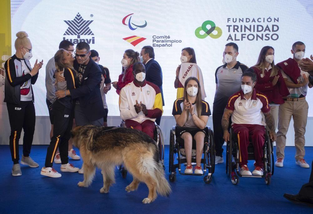 Antonio Orozco canta en la presentación de la vestimenta del Equipo Paralímpico Español en La Marina de Valencia