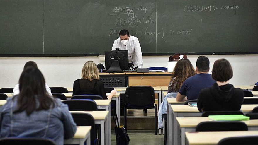 La UMU aprueba retomar los exámenes de forma presencial el lunes