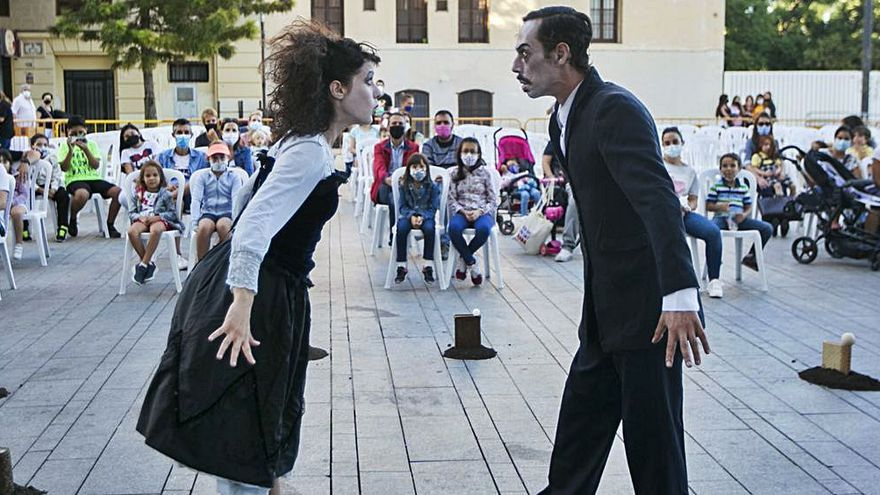 Gandia   Espectacles de carrer per a presentar el Festival Mira 2021