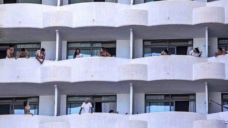 El TSJB justifica que el Govern confinara a todos los estudiantes en el hotel covid