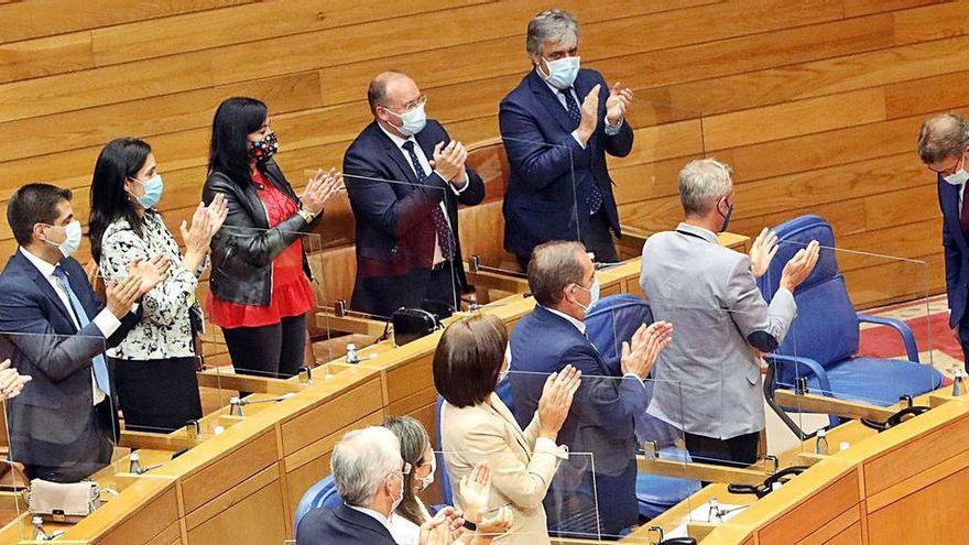 Feijóo y la oposición apelan al diálogo, pero exhiben sus diferentes soluciones a la crisis