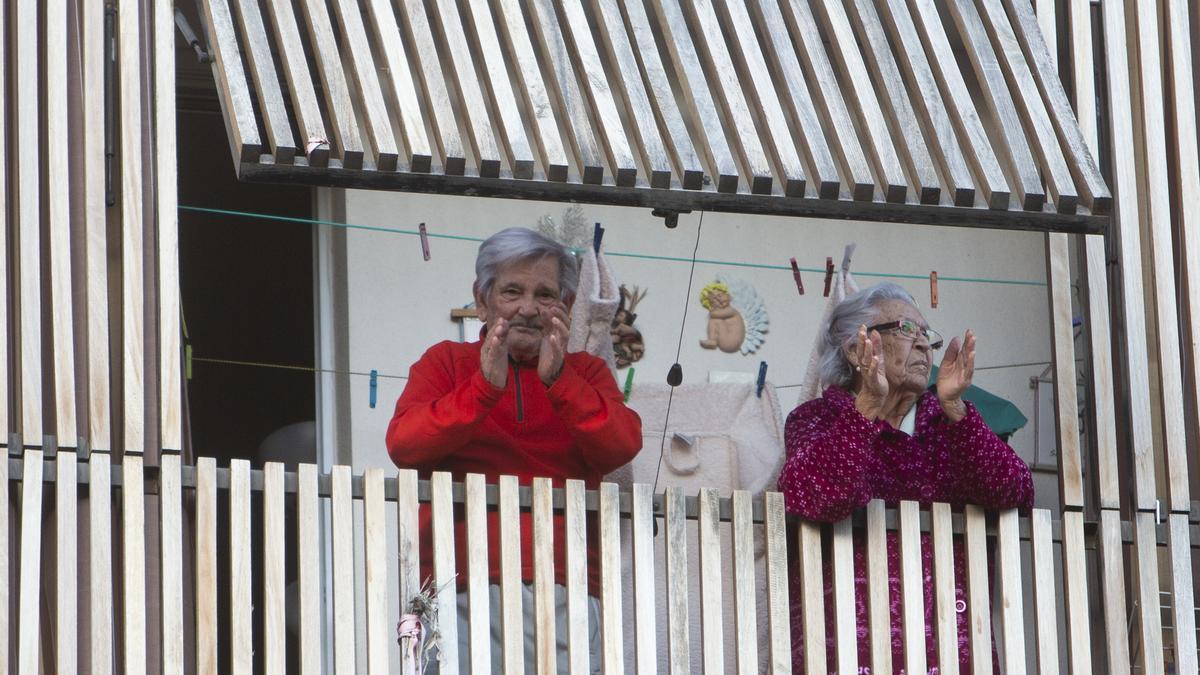 Residentes en las viviendas intergeneracionales de plaza de América durante el estado de alarma.