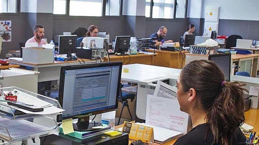 2.112 aspirantes pujan por cien plazas para ser administrativo en la Universidad