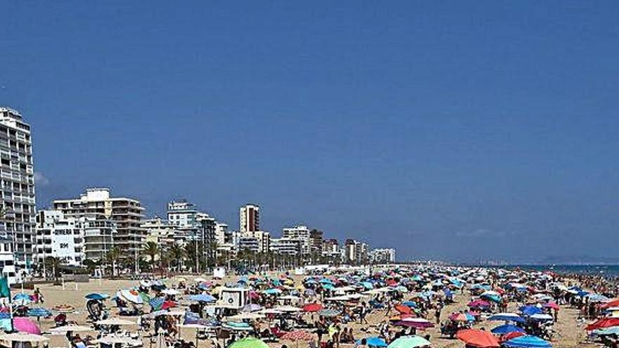 Gandia recibió en julio la mitad de visitantes que el año pasado con los hoteles al  37 %