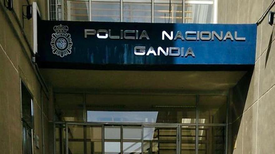 FAES dona material a la Policía Nacional de Gandia