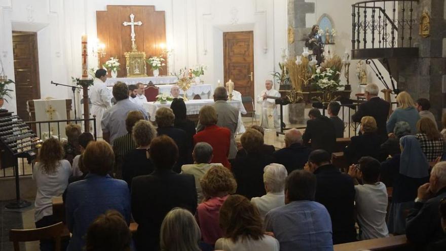 Vecinos de Teresa rezan contra el «sacrilegio» en la parroquia
