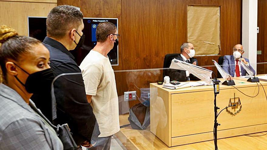 Los acusados de robar 2,7 millones a Matutes se declaran inocentes