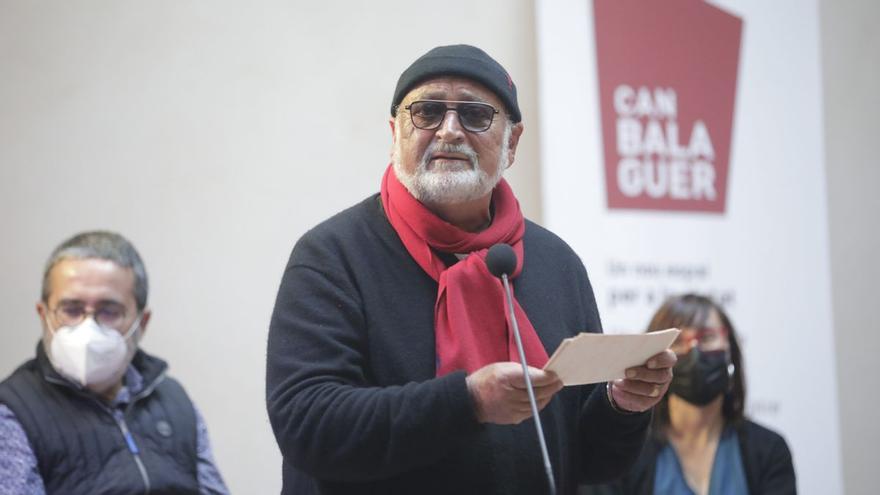 Biel Mesquida se rodea de amigos con 'Carpe momentum'
