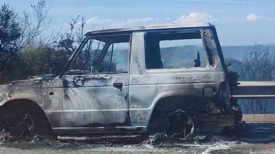 Arde un coche a la altura de Santa Marta de Tera