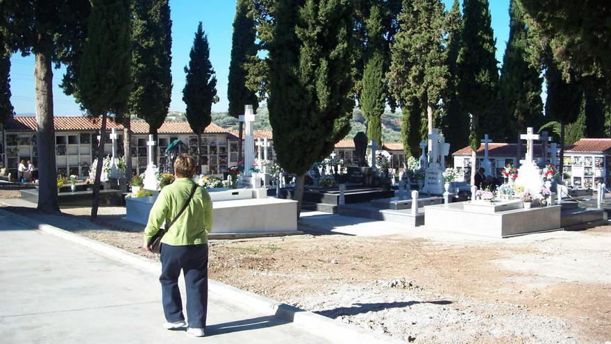 El PSOE de Cabra propone 29 medidas para mejorar el cementerio municipal San José