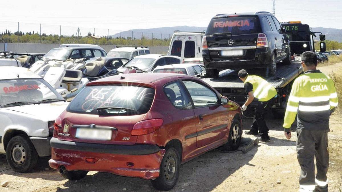 Muchos de los coches que vendió la organización fueron sacados del depósito de Son Toells, en Palma.