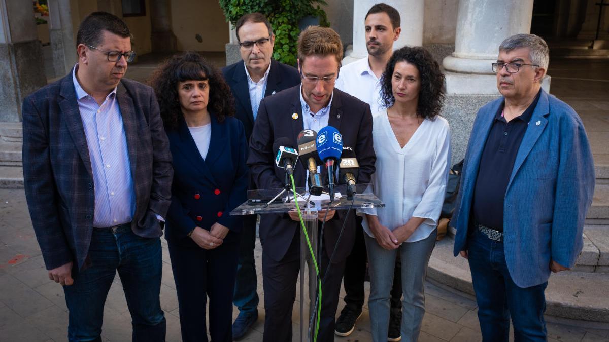 El grup municipal de Junts per Figueres en una roda de premsa.