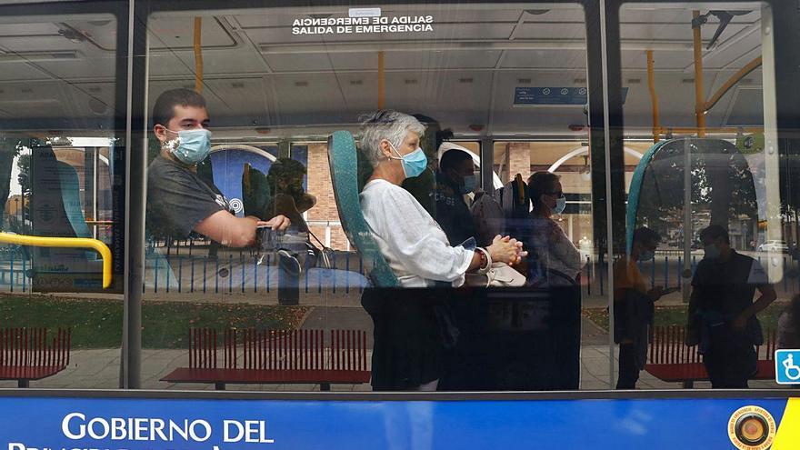 """La plantilla del bus avisa: """"Para cuadrar las cuentas, nuestros sueldos ni tocarlos"""""""