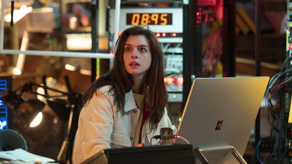 Anne Hathaway en el episodio inaugural de 'Solos'.