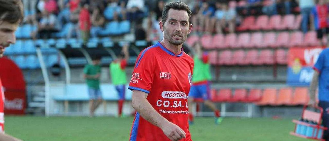 El centrocampista y capitán de la UD Ourense, Rubén Durán, en un partido de la pasada temporada. // Iñaki Osorio