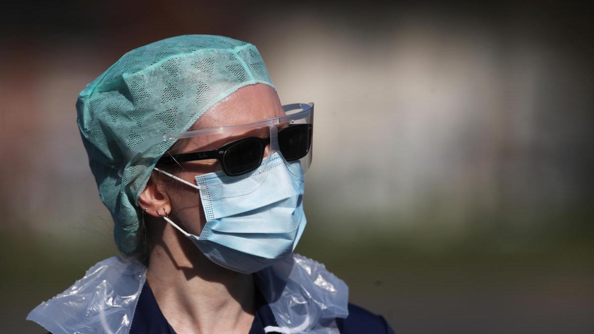 Una profesional sanitaria en el hospital de Wolverhampton.