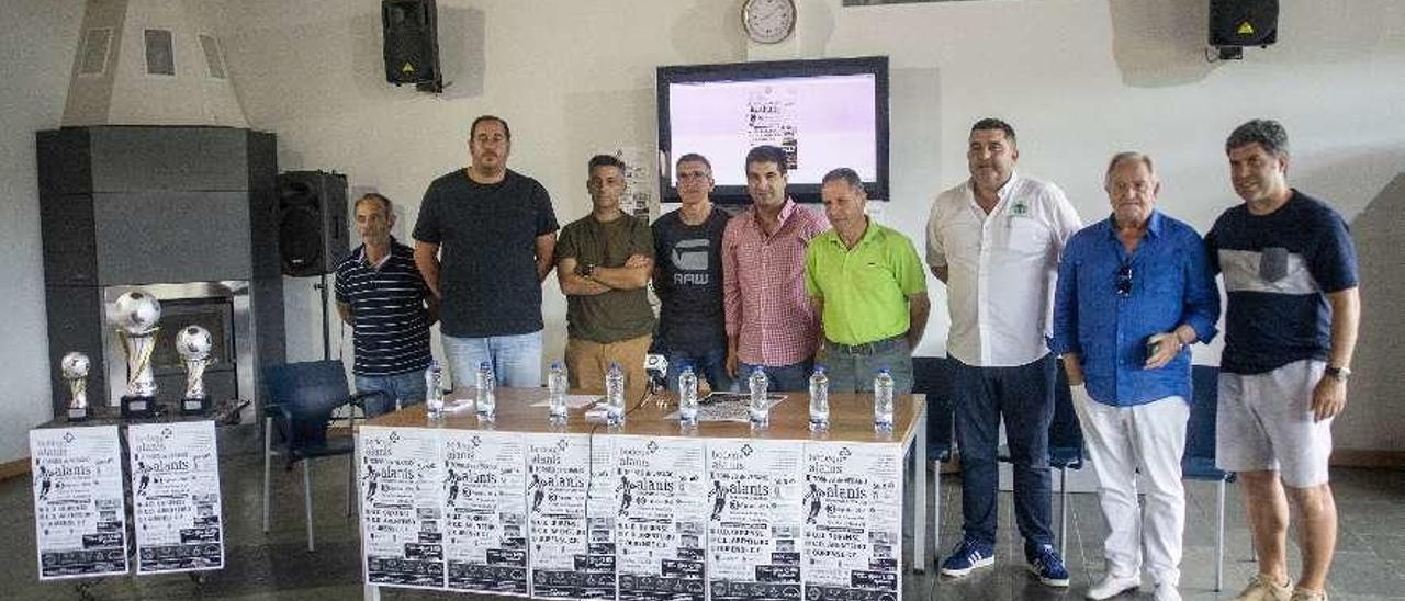 Presentación del primer torneo de verano Alanís Barbantes Estación. // Carlos Peteiro