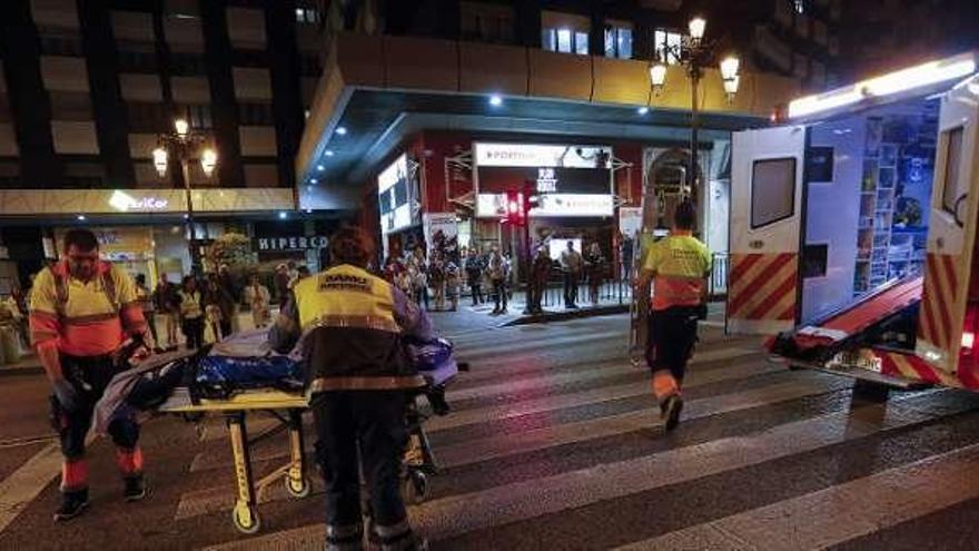 Una moto arrolla a una joven de 19 años en un paso de cebra en Oviedo