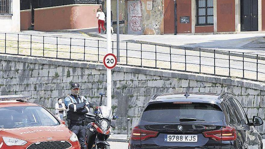 Los conductores que no respeten la nueva zona peatonal de Cimadevilla empezarán a ser multados