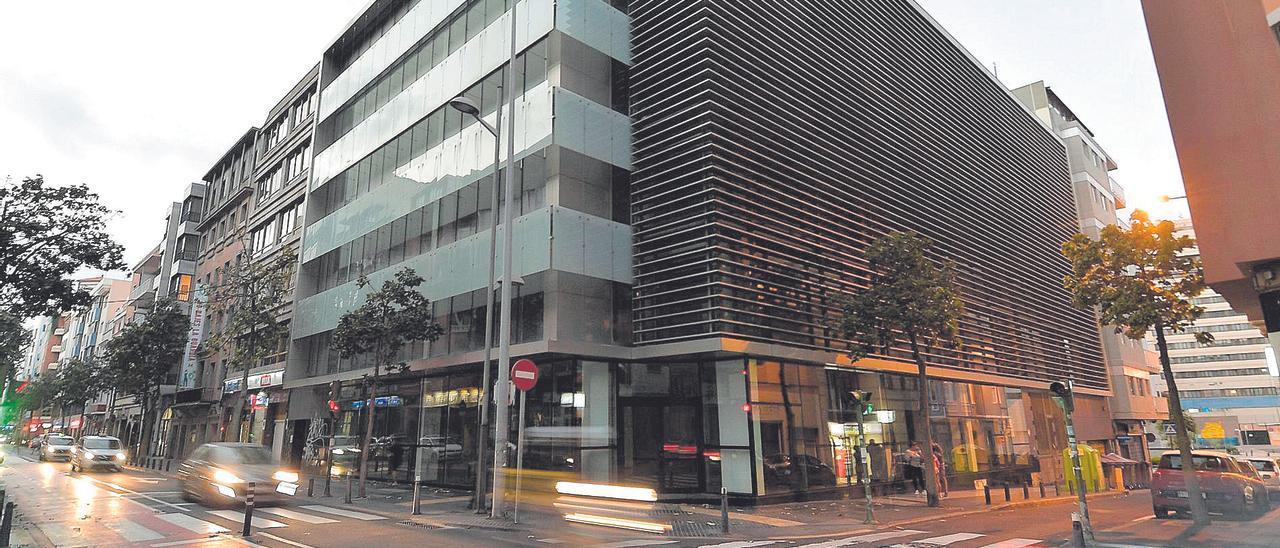 Imagen del edificio Royal, en la calle León y Castillo de la capital grancanaria, futura sede de la Agencia Tributaria.