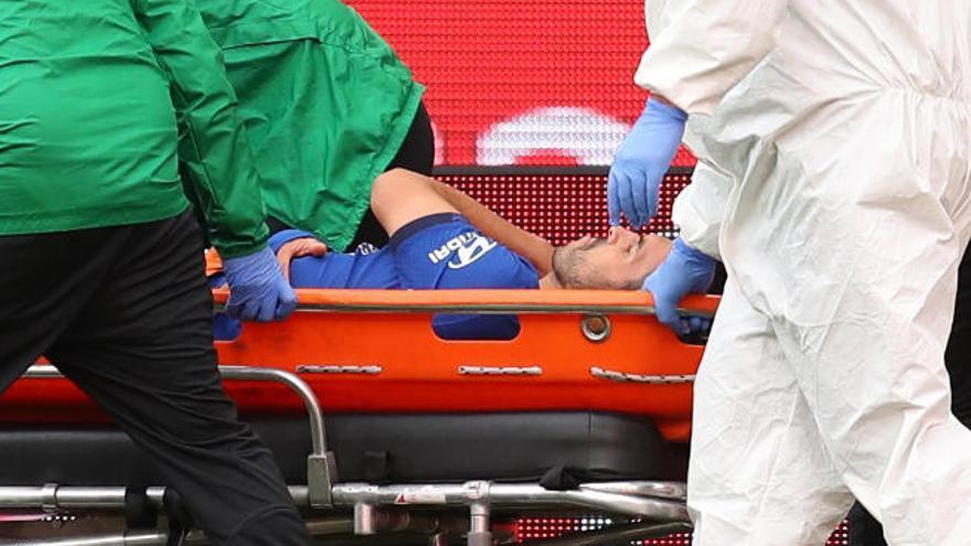 Pedro Rodríguez se despide del Chelsea con una derrota ante el Arsenal y una lesión