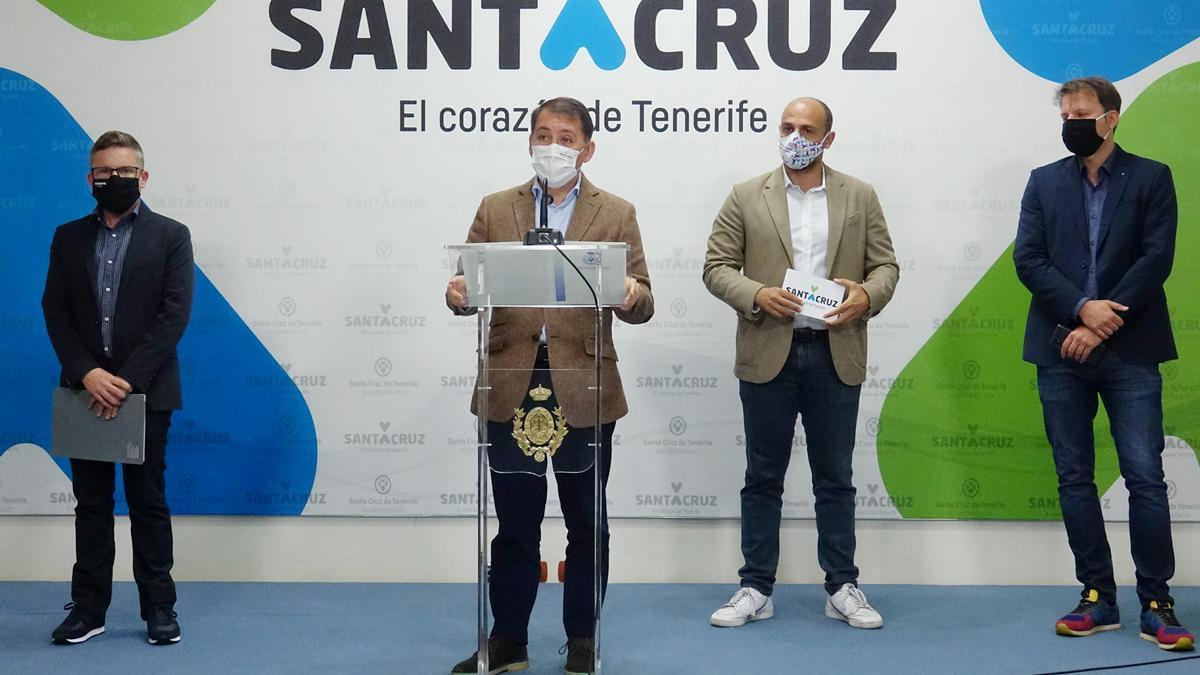 El alcalde de Santa Cruz, José Manuel Bermúdez, durante la presentación del congreso de ciberseguridad.
