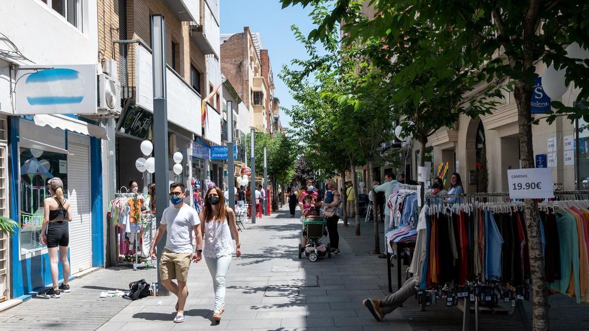 La calle Menacho, en una actividad dinamizadora del comercio en mayo.