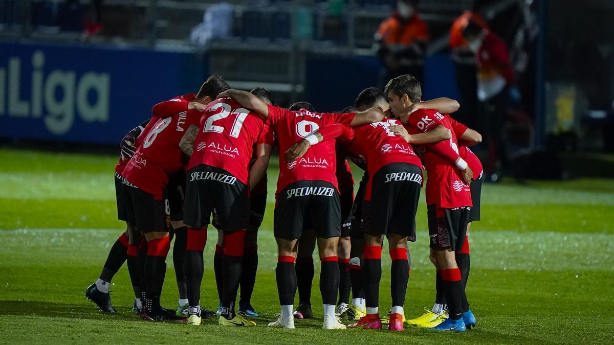 Reunión del equipo antes de comenzar el partido.