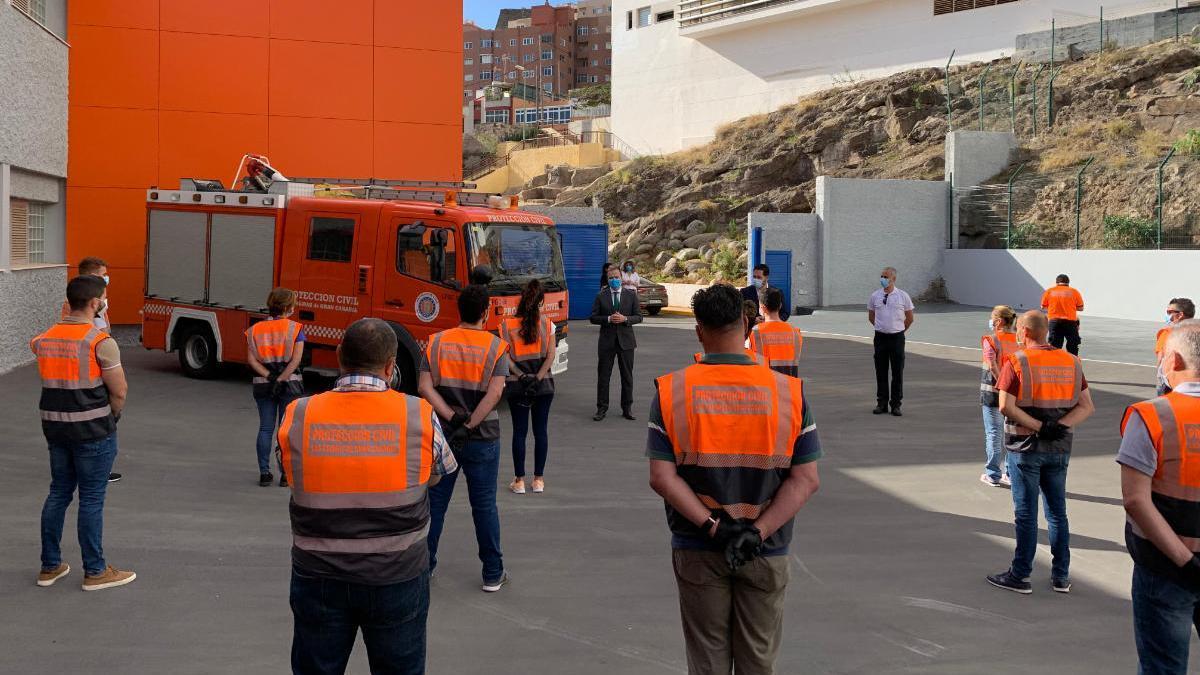 Hidalgo en la reunión mantenida con los nuevos voluntarios de Protección Civil, este lunes