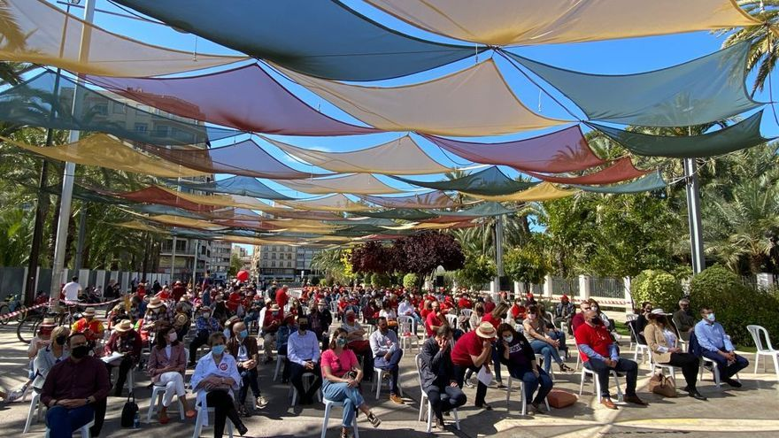 """""""Un Primero de Mayo atípico, pero necesario"""": Así ha sido la concentración en Elche por el Día del Trabajador"""