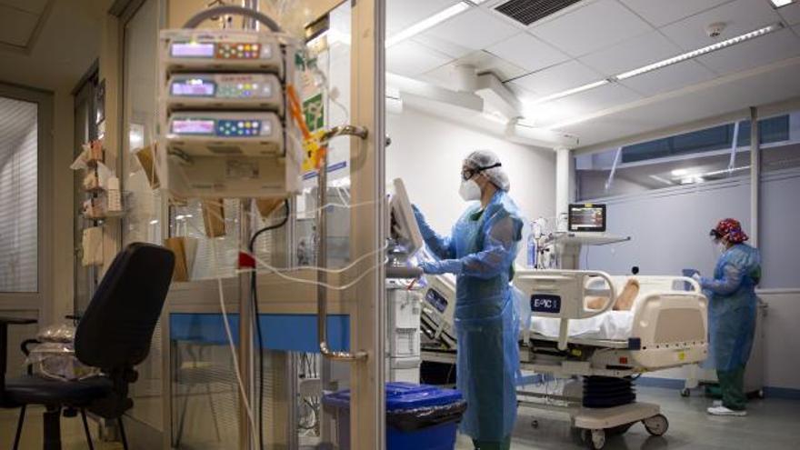 El coronavirus acecha en los pasillos del hospital