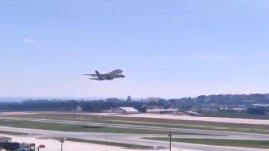 Un gigantesco Airbus francés realiza maniobras en el Aeropuerto de Málaga