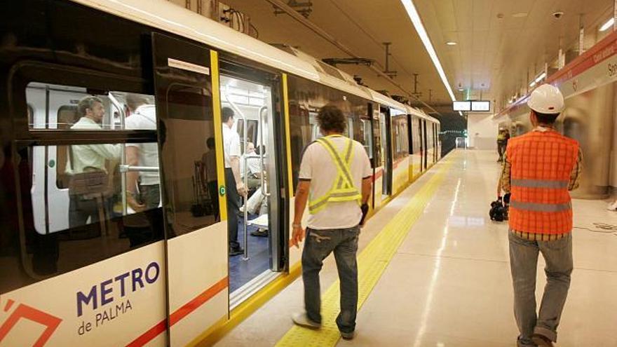Palma Verde recoge firmas contra el «despilfarro» del proyecto para ampliar el metro