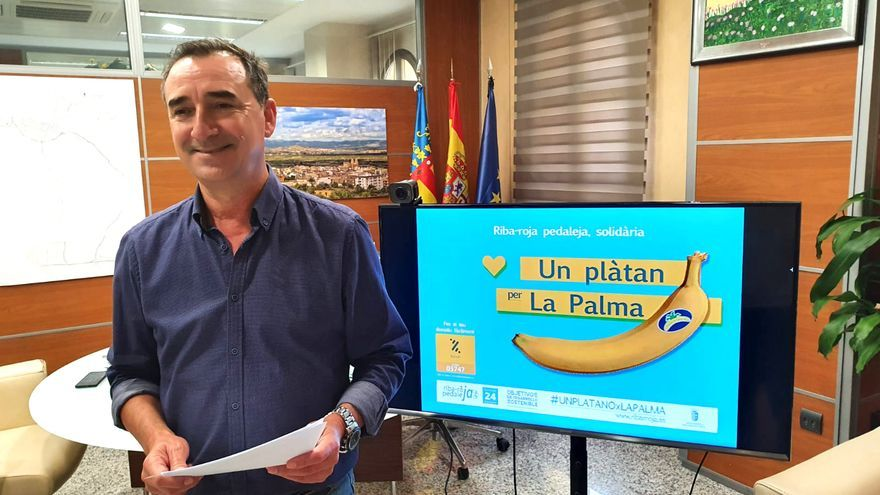 Riba-roja compra 400 platanos en solidaridad con La Palma y abre una cuenta bancaria para donativos