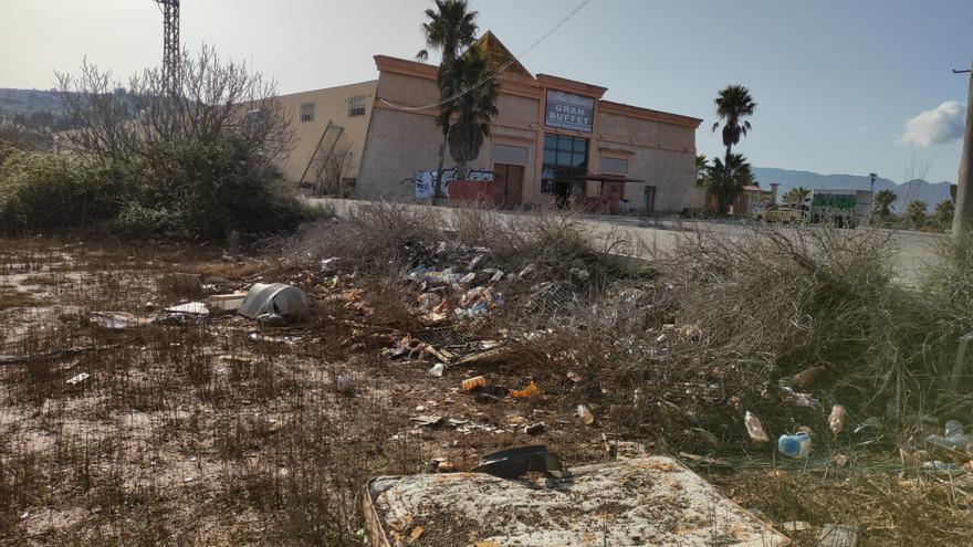 Del 'makineo' a la ruina: así está la discoteca Pirámide de Cabanes