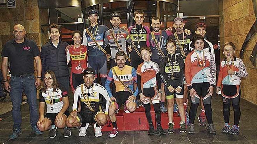 Miquel Ferrer y Javi Salmerón dominan el Campeonato de Balears de ciclocross