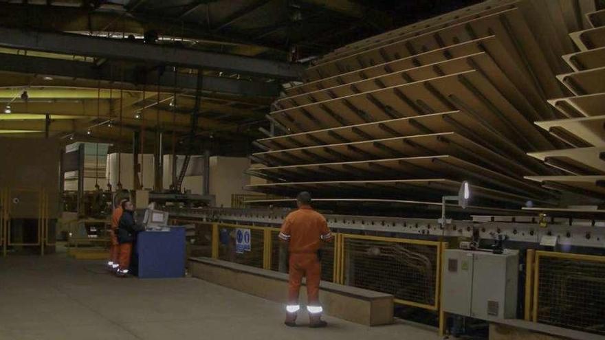 Kronospan comienza a desmantelar la prensa de la fábrica de Villabrázaro