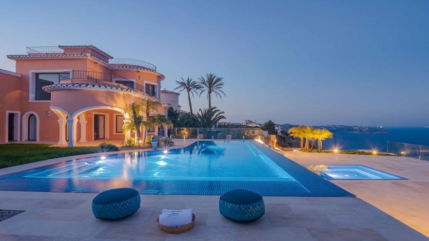 Una piscina de Xàbia, reconocida como una de las mejores de Europa