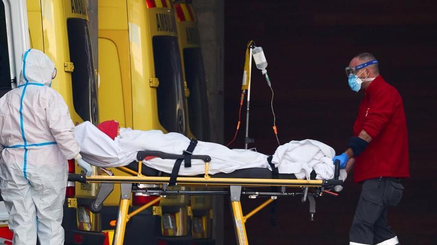 """Cataluña sitúa el pico del virus antes del 14F  y Simón dice que """"todavía hay margen"""""""