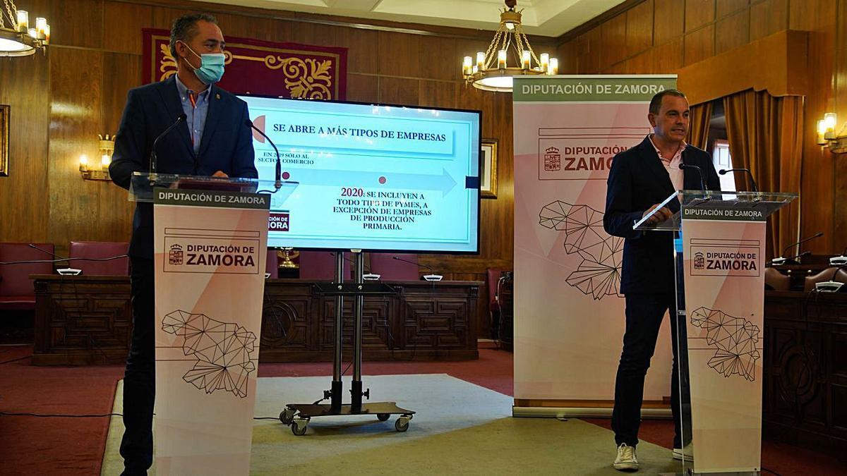 Emilio Fernández y Francisco José Requejo, en el Salón de Plenos de la Diputación. |