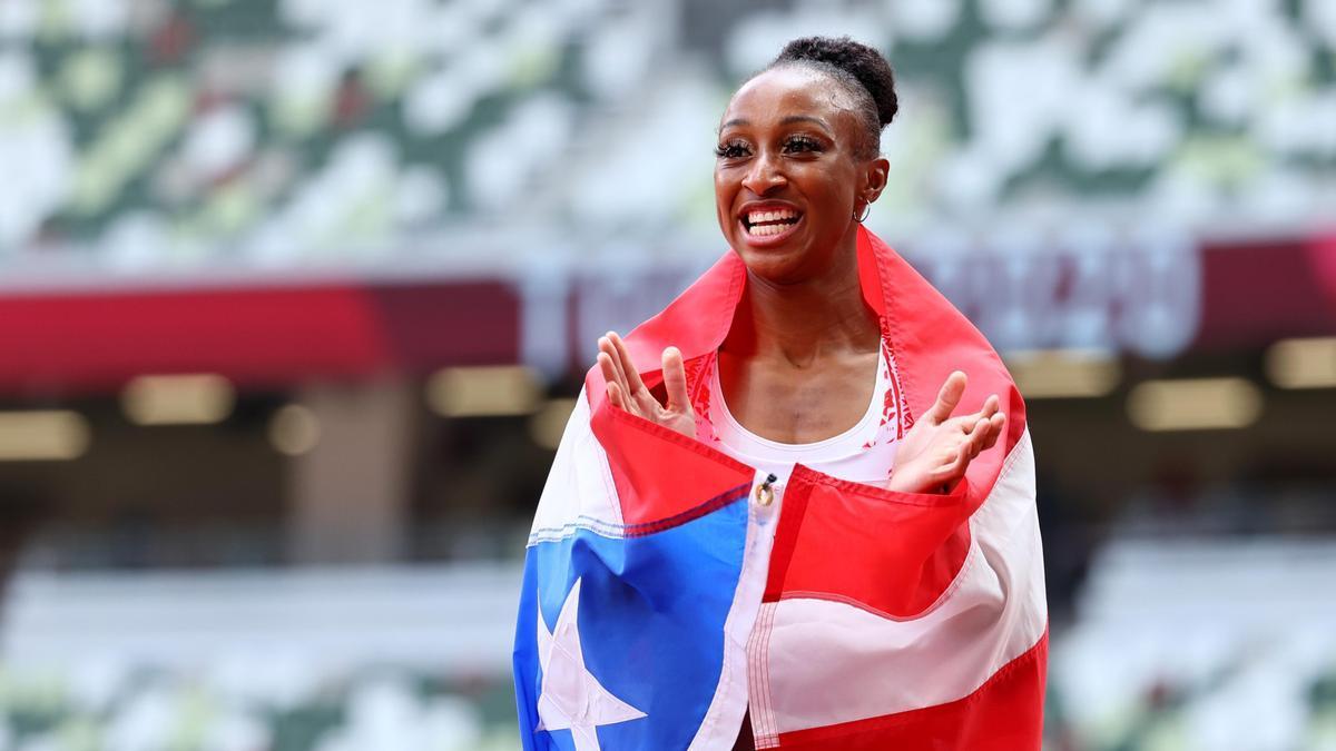 Jasmine Camacho-Quinn celebra su oro en los 110 metros vallas.
