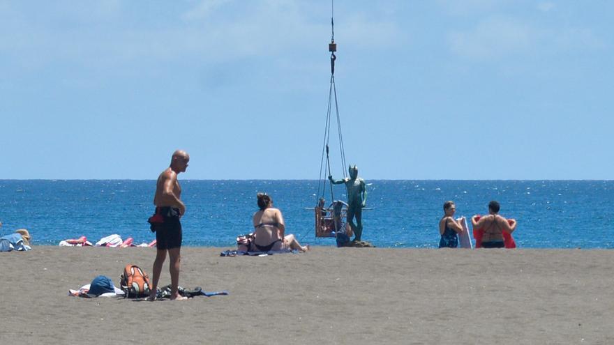 Telde repara y refuerza la escultura del 'Neptuno' de Melenara
