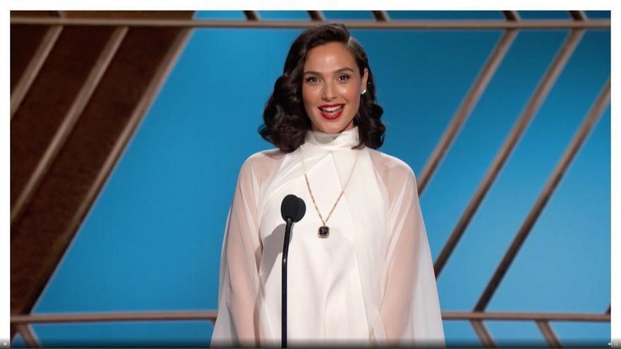 Gal Gadot posa en la 78ª edición de los Globos de Oro en Beverly Hills