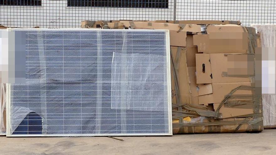 Detenidos cinco hombres por robar de placas solares cuyo destino era Guinea Bissau
